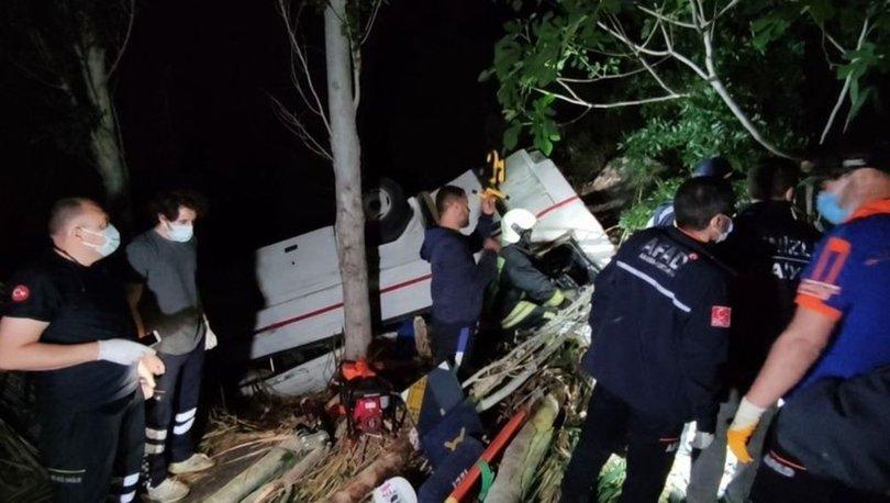 Denizli'de feci kazada 2 araç uçuruma yuvarlandı: 3 ölü, 5 yaralı