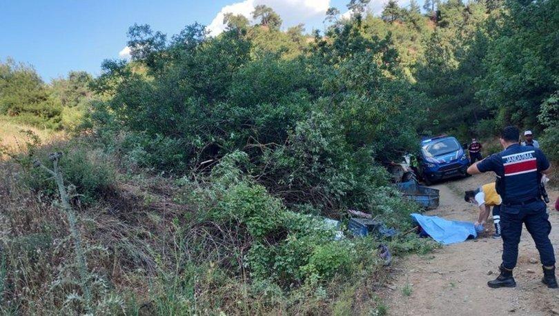 Manisa'da traktörün devrildiği kazada anne öldü, baba ve kızı yaralandı