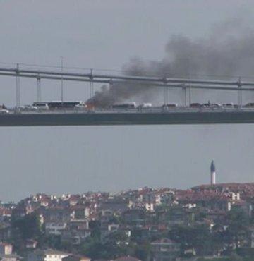 Fatih Sultan Mehmet Köprüsü üzerinde seyir halindeki bir otomobilde yangın çıktı. Yangın kontrol altına alındı.