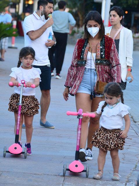 Buse Terim kızlarıyla yürüyüşte - Magazin haberleri