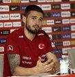 """A Milli Futbol Takımı'nın başarılı oyuncusu Okay Yokuşlu, akıllarındaki oyunu sahaya yansıtarak başarılı olmak istediklerini söyledi. Okay, """"Türk halkını gururlandırmak için oynayacağız"""" dedi"""