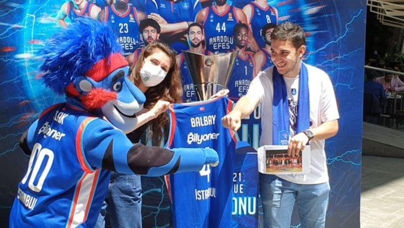Anadolu Efes'in Euroleague şampiyonluk kupası taraftarla buluştu