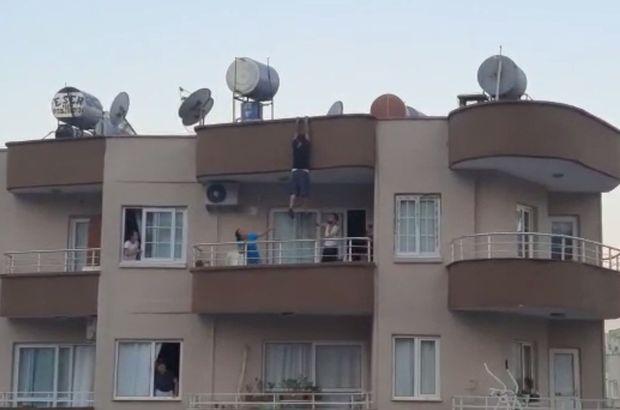 Asılı kaldığı çatıdan balkona atladı!