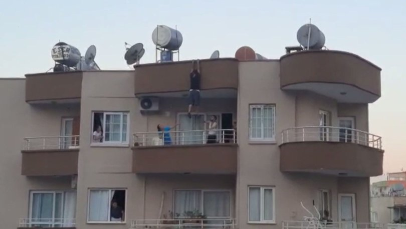 YÜREKLERİ AĞZA GETİRDİ! Son dakika: Asılı kaldığı çatıdan balkona atladı! - Haberler