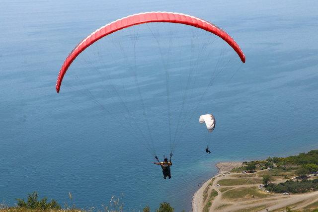 Mavi ve yeşilin buluştuğu Uçmakdere adrenalin tutkunlarını ağırlıyor