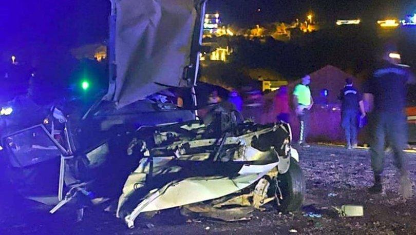 Antalya'da iki otomobil kafa kafaya çarpıştı: 1 ölü, 2 yaralı