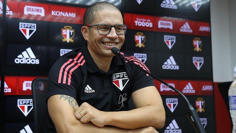 Alex de Souza, Sao Paulo'yu 10 kişi oynattı