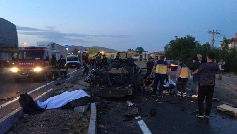 Konya'da otomobil ile kamyon çarpıştı: 2 ölü, 1 ağır yaralı