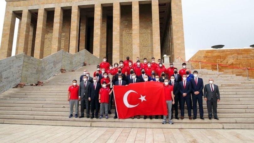 Şampiyon Anadolu Efes Basketbol Takımı, Anıtkabir'i ziyaret etti
