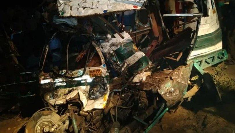 Hindistan'da trafik kazası: 15 ölü