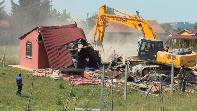 Çatalca'da hazine arazilerine yapılan kaçak evler yıkıldı