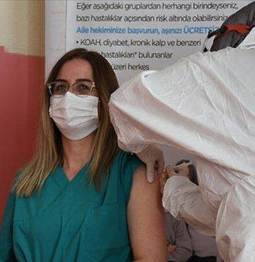 Korona virüs salgınında aşılama takviminde sıra 45 yaş üstüne geldi. Kademeli olarak gerçekleştirilen aşılama işleminde, Sağlık Bakanı Fahrettin Koca, 45 yaş üzeri vatandaşlarımız için aşı tarihi verdi. İşte 45 yaş üzeri aşılama tarihi...