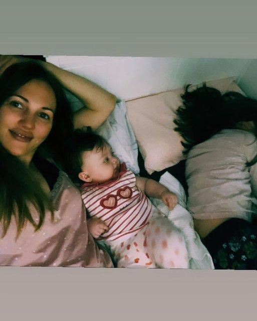 Meryem Uzerli'den kızları Lara ve Lily Koi ile 'Günaydın pozu' - Magazin haberleri