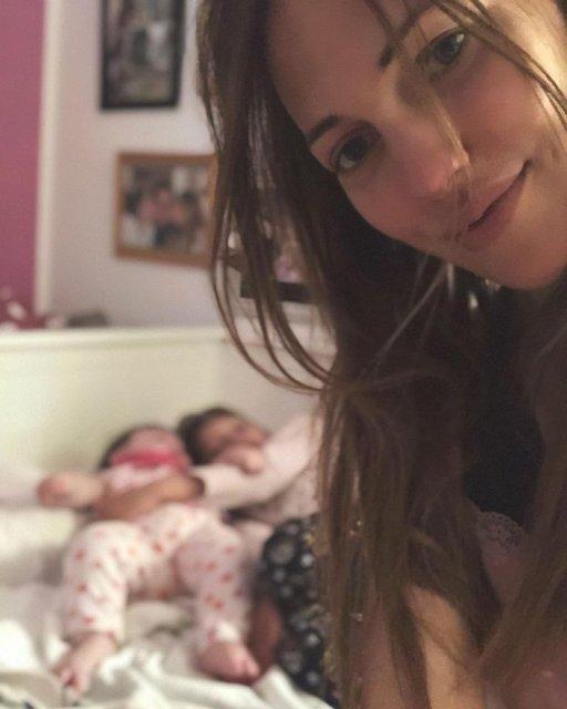 وضعية 'صباح الخير' من مريم أوزرلي مع ابنتيها لارا وليلي كوي - Magazine News