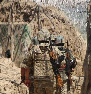 Azerbaycan Savunma Bakanlığı, Ermenistan askerlerinin iki ülke sınırının Kelbecer istikametinde nöbet tutan Azerbaycan askerlerine ateş açtığını duyurdu.