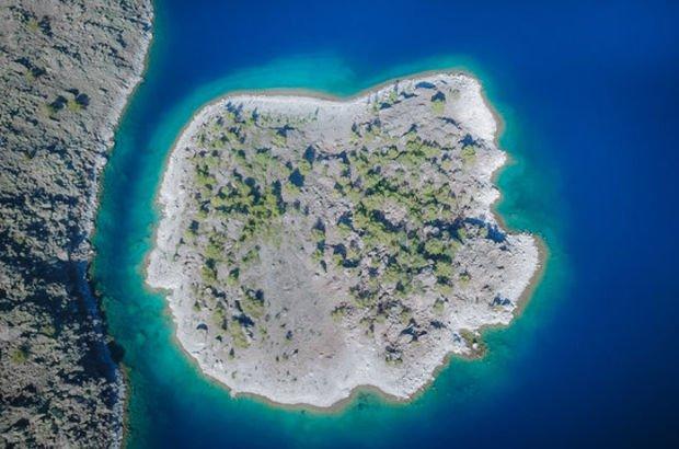 Burası ne Muğla ne de Antalya! Rengiyle büyülüyor