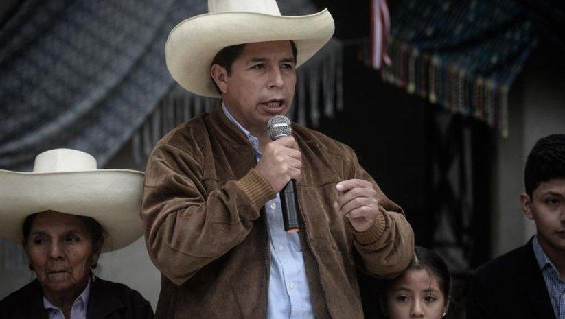 Peru'da devlet başkanlığı seçimini Castillo kazandı