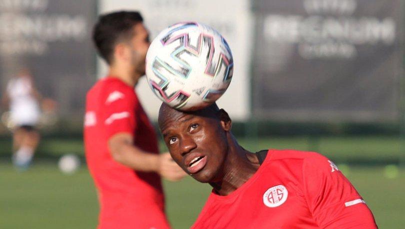 Antalyaspor 4 futbolcuyla yollarını ayırmaya hazırlanıyor