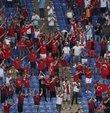 EURO 2020'nin açılış karşılaşmasında A Milli Futbol Takımı, Roma Olimpiyat Stadı'nda İtalya ile karşı karşıya gelirken 3 bin Türk taraftar, stadyumda destek verdi.