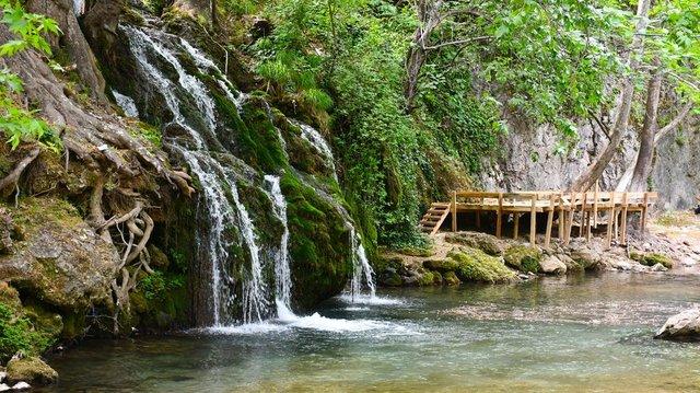 Döngel Şelalesi doğal güzellikleriyle ziyaretçilerini ağırlıyor