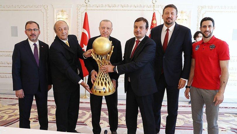 Cumhurbaşkanı Erdoğan, Anadolu Efes Kulübü'nün yönetici, teknik heyet ve sporcularını kabul etti