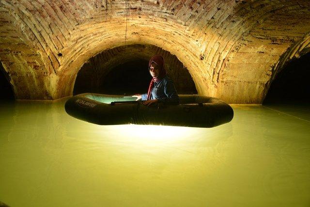 Tarihi Yarımada'nın altında botla keşif... Üstü kadar altı da gizemli
