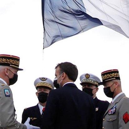 Fransa'da e-muhtırayı imzalayan 6 emekli general, askeri konseye hesap verecek