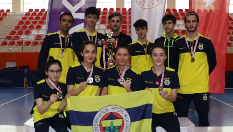 Fenerbahçe kadın ve erkek masa tenisi takımları Süper Lig şampiyonu