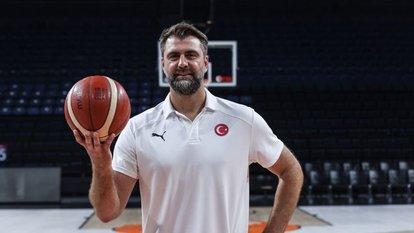Mehmet Okur, millilerle olmaktan mutlu