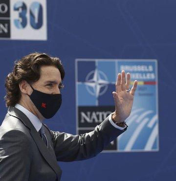 Katıldığı etkinliklerde renkli çoraplarıyla gündeme gelen Kanada Başbakanı Justin Trudeau, NATO Zirvesi'nde de giydiği çoraplarla dikkat çekti