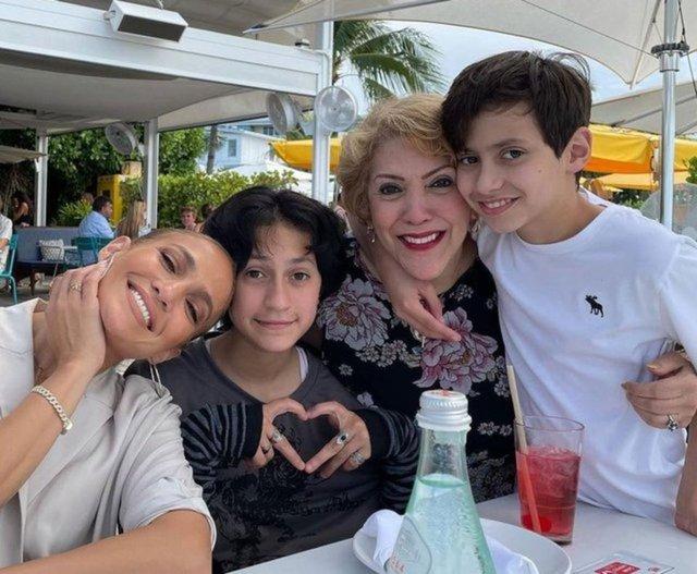 Jennifer Lopez ve Ben Affleck dudak dudağa! - Magazin haberleri