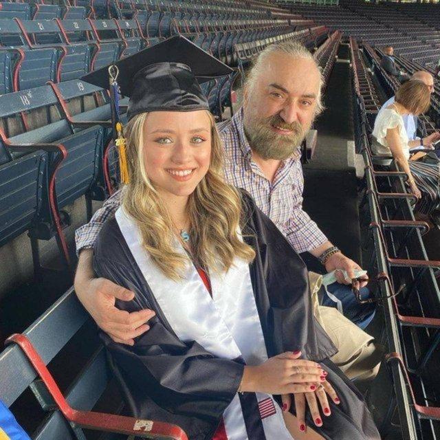 Yeşim Salkım'ın kızı Meryem Ada mezun oldu, mutluluğunu paylaştı - Magazin haberleri