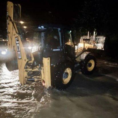 Düzce'nin Akçakoca ilçesinde sağanak dereleri taşırdı, çok sayıda evi su bastı