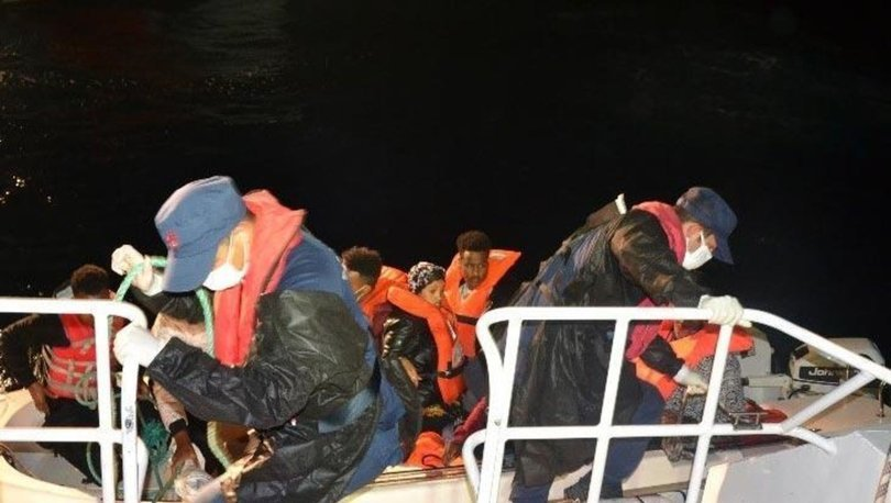 Balıkesir açıklarında Türk kara sularına itilen 8 sığınmacı kurtarıldı