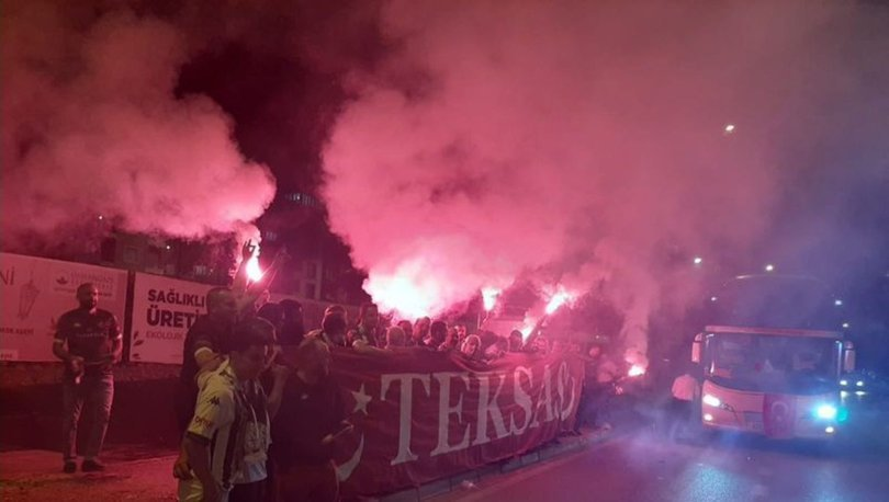 Bursaspor taraftarı, A Milli Takımı desteklemek için Azerbaycan'a gitti
