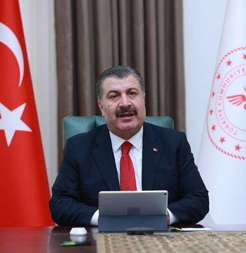 """Sağlık Bakanı Dr. Fahrettin Koca ile görüşen Dünya Sağlık Örgütü (DSÖ) Avrupa Direktörü Dr. Hans Kluge, """"Türkiye Cumhurbaşkanlığı'nın gösterdiği liderlikten ve alınan kararlı önlemlerden, Kovid-19 vakalarının düşürülmesine kadar bütün çabalardan dolayı sizi tebrik etmek isterim"""" ifadesini kullandı."""