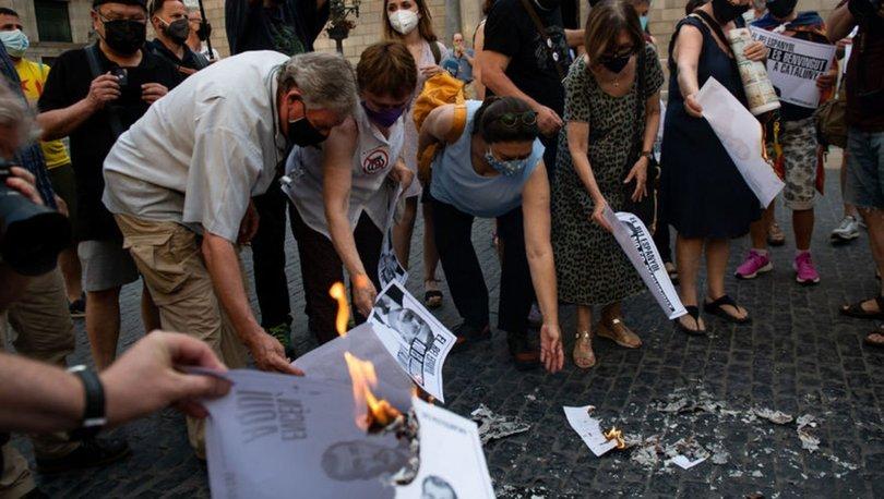 Katalonya'da bağımsızlık yanlıları Barselona'yı ziyaret edecek İspanya Kralı'nın fotoğraflarını yaktı