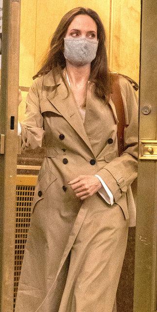 Angelina Jolie mutluluğu eski eşi Johnny Lee Miller'de mi buldu? Brad Pitt... - Magazin haberleri