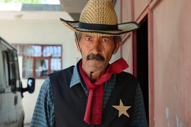 Kızılderili kıyafetiyle geziyor! Adıyaman'da kovboy hayatı - Haberler
