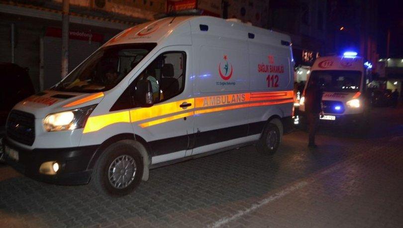 Silahlı yaralama şüphelisi gasbettiği kamyonetle 1 polis otosu ve 3 araca çarptı : 2'si polis 5 yaralı