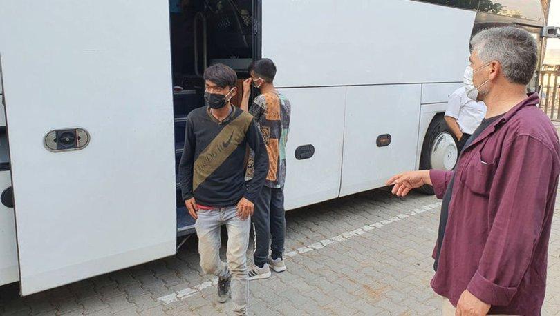 Yolcu otobüsünde 45 kaçak göçmen yakaladı