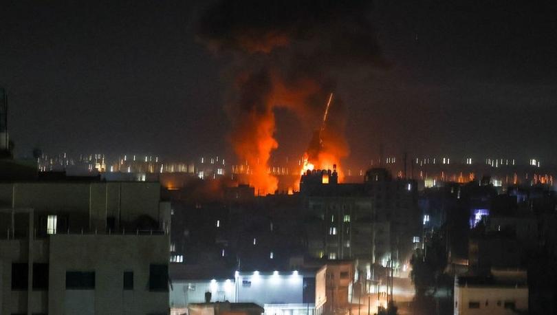 Doğu Kudüs'teki 'Bayrak Yürüyüşü' gerilimi artırdı, İsrail Gazze'yi vurdu