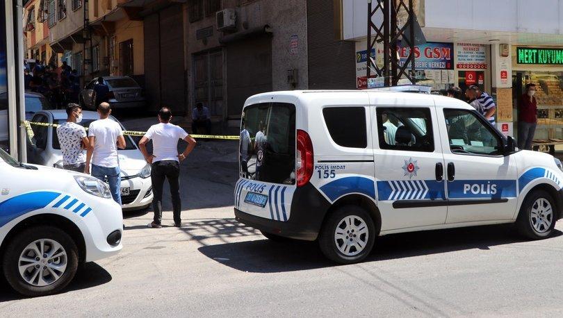 KAN DONDURAN OLAY! Son dakika: Arama yapmak isteyen polisi boğazından bıçakladı! - Haberler