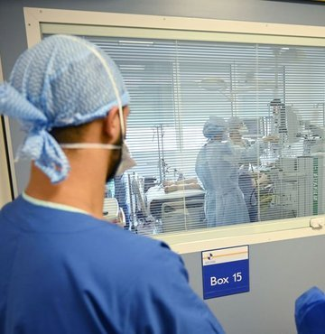 Son dakika... Sağlık Bakanlığı yeni koronavirüs tablosunu açıkladı. Bugün 6 bin 221 yeni vaka tespit edildi, 71 hasta ise hayatını kaybetti.
