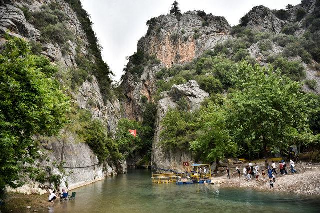 İki dağ arasında sallarla yolculuk yapılan kanyon: Kisecik