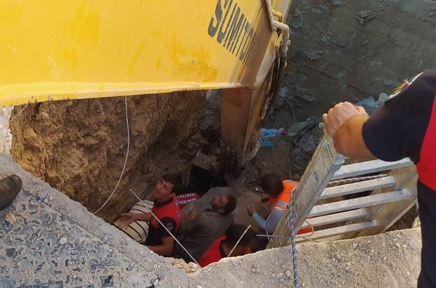 Toprak altında kalan 2 işçi kurtarıldı!