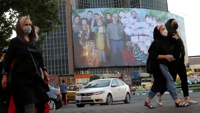 İranlılar yasaklara sahne olan cumhurbaşkanlığı seçimi için sandık başında