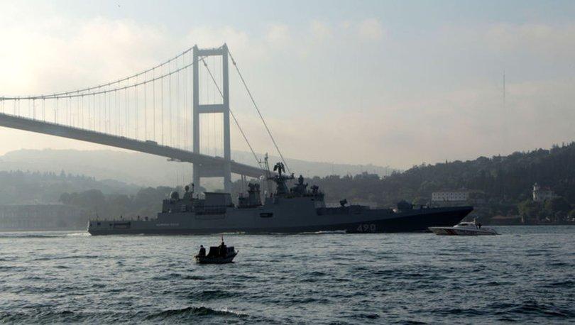 SON DAKİKA: Rus savaş gemileri peş peşe Boğaz'dan geçti - VİDEO