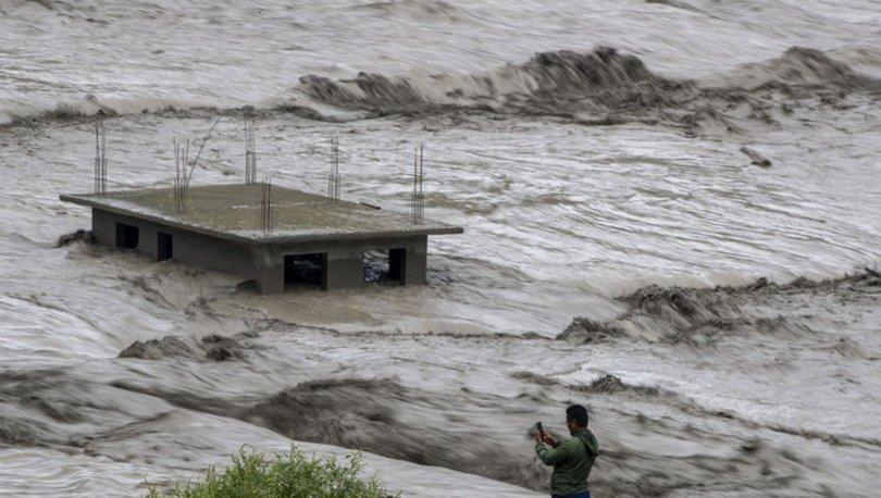 SON DAKİKA: Nepal'i sel ve heyelan vurdu: 11 ölü, 25 kayıp