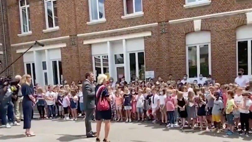 Macron: ''Okul bahçesinde bile olsa birine vurmak hiçbir zaman iyi değil.''